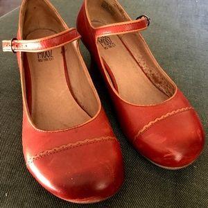 MIZ MOOZ red Mary Jane, size 9, EUC